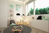 szary okrągły dywanik, białe meble w pokoju dziecka