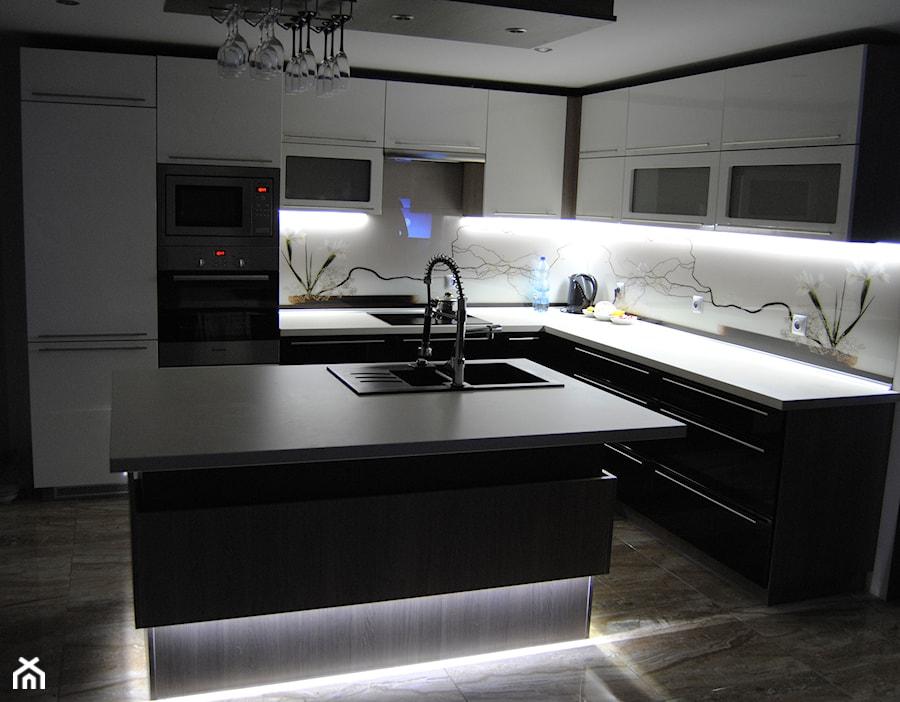 kuchnia z wyspą  zdjęcie od Enc Interior Designe -> Kuchnia Prowansalska Z Wyspą