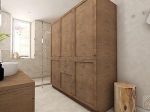 Łazienka w kamieniu i drewnie - Średnia szara łazienka w bloku w domu jednorodzinnym z oknem, styl klasyczny - zdjęcie od PX3 Pracownia Projektowa Prokopowicz