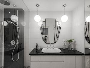 Mieszkanie Art Deco - Mała biała łazienka na poddaszu w bloku w domu jednorodzinnym bez okna, styl art deco - zdjęcie od PX3 Pracownia Projektowa Prokopowicz