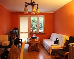 Pastelowe mieszkanie na wynajem - Mały pomarańczowy salon z jadalnią - zdjęcie od PX3 Pracownia Projektowa Prokopowicz