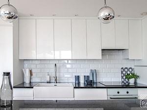Mieszkanie Art Deco - Średnia otwarta biała kuchnia dwurzędowa w aneksie, styl art deco - zdjęcie od PX3 Pracownia Projektowa Prokopowicz
