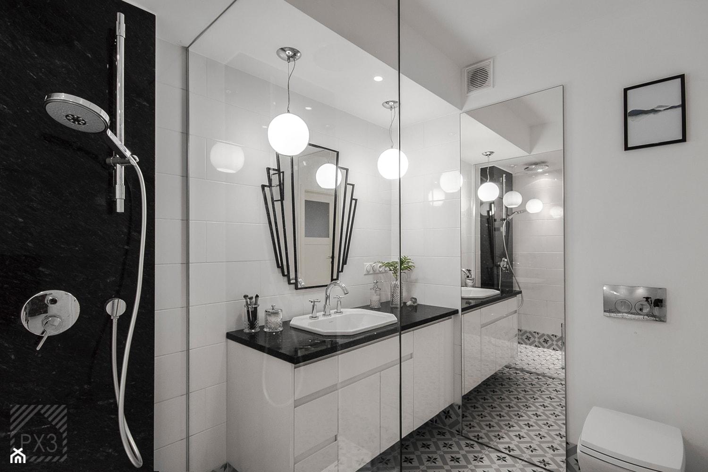Mieszkanie Art Deco - Średnia biała łazienka na poddaszu w bloku w domu jednorodzinnym bez okna, styl art deco - zdjęcie od PX3 Pracownia Projektowa Prokopowicz - Homebook