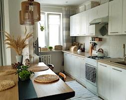 #metamorfozakuchni - Średnia zamknięta szara kuchnia jednorzędowa z oknem - zdjęcie od Olga Drozd