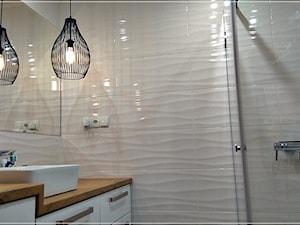 #malalazienka #metamorfozy - Mała biała łazienka na poddaszu w bloku w domu jednorodzinnym bez okna - zdjęcie od AGATA NOWICKA