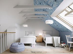 Apartament nadmorski - Średni biały niebieski pokój dziecka dla chłopca dla dziewczynki dla ucznia dla nastolatka, styl skandynawski - zdjęcie od idea projekt