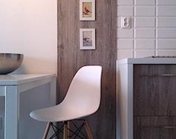 Mieszkanie pokazowe- Rotmanka - Mała otwarta szara jadalnia jako osobne pomieszczenie, styl skandynawski - zdjęcie od idea projekt