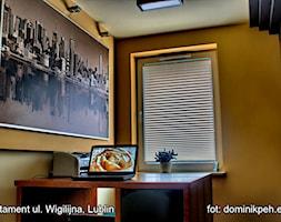 mieszkanie ul.Wigilijna Lublin - Małe żółte biuro kącik do pracy, styl nowoczesny - zdjęcie od Auraprojekt