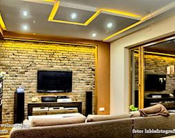 dom jednorodzinny Świdnik - Mały szary żółty salon, styl nowoczesny - zdjęcie od Auraprojekt