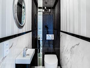 apartament II SKYHOUSE Lublin - Mała czarna szara łazienka, styl klasyczny - zdjęcie od Auraprojekt