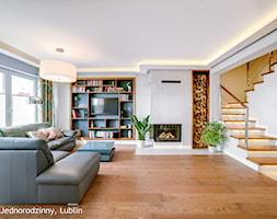Dom jednorodzinny ul.Goplan Lublin - Duży biały salon z bibiloteczką, styl minimalistyczny - zdjęcie od Auraprojekt