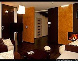 Dom jednorodzinny Kalinówka - Średni beżowy brązowy salon, styl minimalistyczny - zdjęcie od Auraprojekt