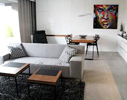POZNAŃ | Apartament - Mały biały salon z kuchnią z jadalnią, styl nowoczesny - zdjęcie od dekoratorka.pl - Homebook