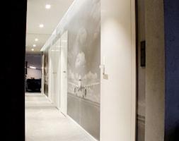 POZNAŃ | Apartament - Średni hol / przedpokój, styl nowoczesny - zdjęcie od dekoratorka.pl - Homebook
