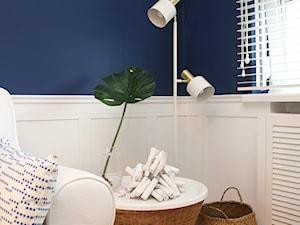 Gabinet Zielona Góra - Małe niebieskie białe biuro domowe w pokoju, styl tradycyjny - zdjęcie od StanglewiczDizajn