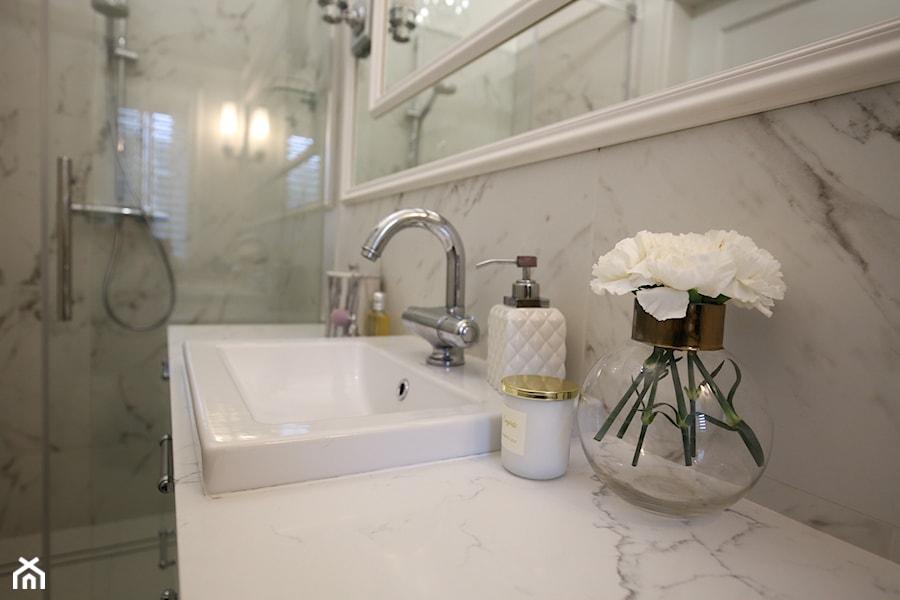 Dom W Stylu Modern Classic łazienka W Bloku W Domu