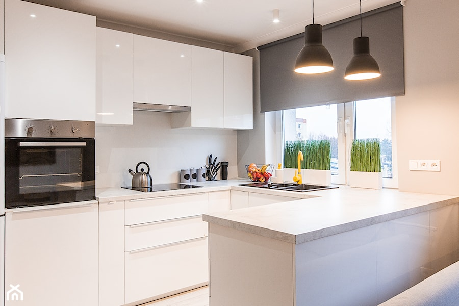 Aranżacje wnętrz - Kuchnia: Mieszkanie na wynajem Zielona Góra - Mała otwarta kuchnia w kształcie litery g w aneksie z oknem, styl minimalistyczny - StanglewiczDizajn . Przeglądaj, dodawaj i zapisuj najlepsze zdjęcia, pomysły i inspiracje designerskie. W bazie mamy już prawie milion fotografii!