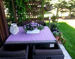 COŚ DLA CIAŁA COŚ DLA DUSZY COŚ DLA OKA - Mały taras z przodu domu z tyłu domu - zdjęcie od Marlena Hein