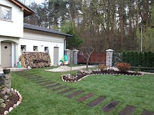 Ogród Żabieniec - Średni ogród przed domem - zdjęcie od Dariusz Burczak