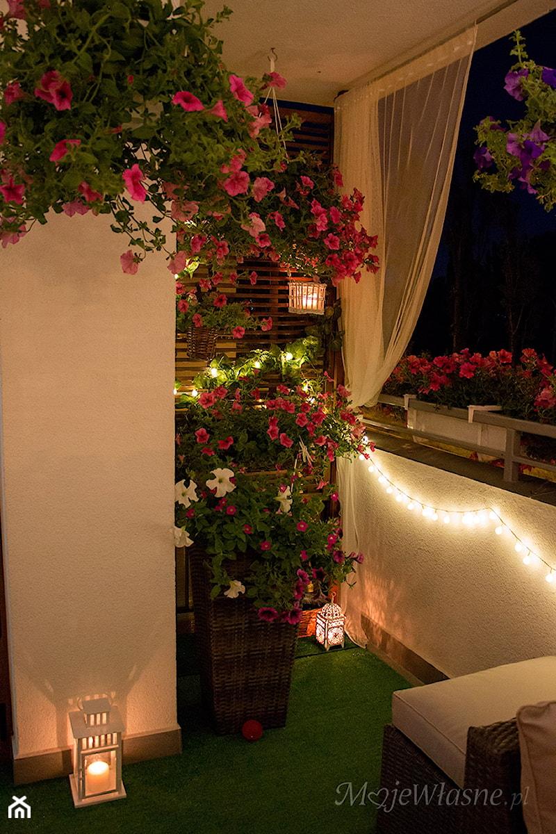 Aranżacje wnętrz - Ogród: Balkon 2016 :) - Mały ogród za domem - Iwona KD. Przeglądaj, dodawaj i zapisuj najlepsze zdjęcia, pomysły i inspiracje designerskie. W bazie mamy już prawie milion fotografii!