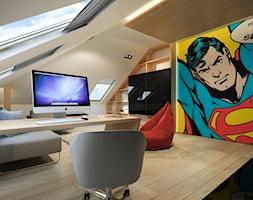 RZGÓW - Duże szare biuro domowe kącik do pracy na poddaszu w pokoju - zdjęcie od pijankastudio