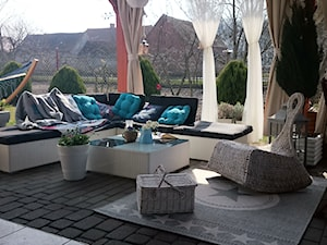 nasza oaza wypoczynku - Duży taras z tyłu domu, styl klasyczny - zdjęcie od Aobarska
