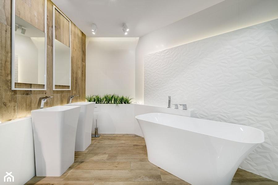 Asymetryczna wanna wolnostojąca Elizabeth będzie ozdobą każdej łazienki zarówno tej w stylu minimalistycznym i nowoczesnym jak i bardziej klasycznych łazienek. Podwyższony fragment wanny stwarza dodat - zdjęcie od MAXFLIZ