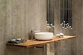 betonowa ściana w nowoczesnej łazience