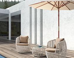 Meble ogrodowe Maxliving 2019 - Duży taras z tyłu domu z basenem, styl nowoczesny - zdjęcie od MAXFLIZ