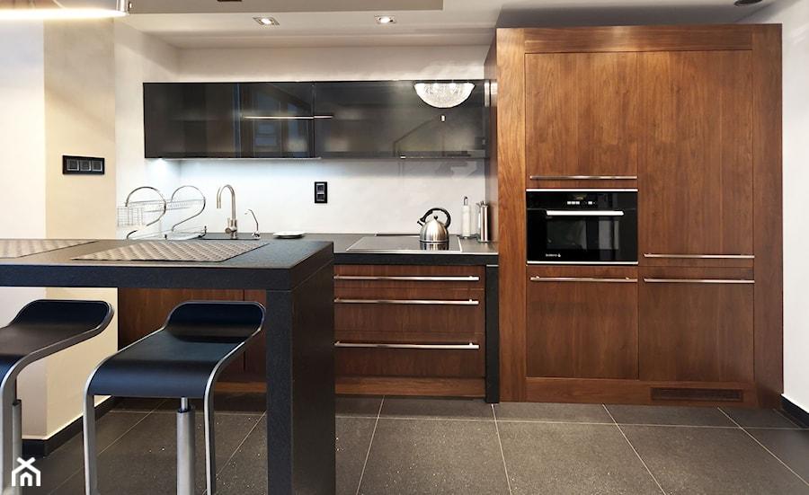 Kuchnie na wymiar House of Kitchen  Średnia otwarta kuchnia jednorzędowa w a   -> Kuchnia Na Wymiar Orzech