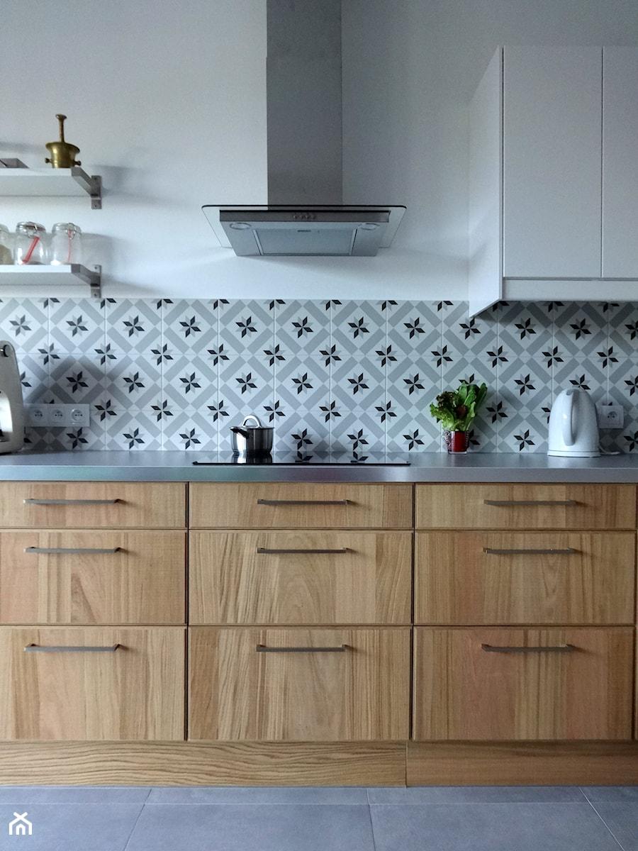 Mieszkanie na Zielonym Żoliborzu / Apartment in Zielony Żoliborz - Szara kuchnia, styl skandynawski - zdjęcie od Pracownia Pięknych Wnętrz