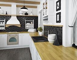 Blaty kuchenne - Duża zamknięta biała czarna kuchnia w kształcie litery l z oknem, styl eklektyczny - zdjęcie od SWISS KRONO