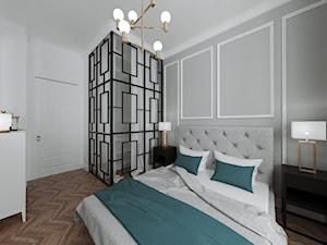 Mieszkanie w kamienicy - Duża biała szara sypialnia małżeńska, styl art deco - zdjęcie od Przestrzenie