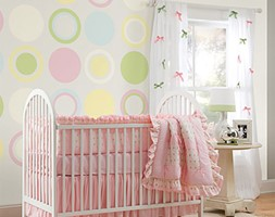 Naklejki na ścianę - Średni biały szary kolorowy pokój dziecka dla dziewczynki dla niemowlaka, styl glamour - zdjęcie od DecoMania.pl