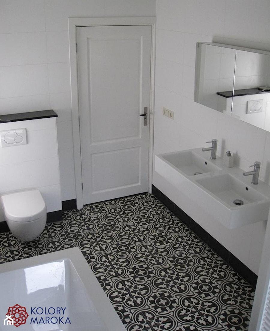 Eleganckie cementowe p ytki stylizowane na wz r maroka ski zdj cie od kolory maroka homebook - Zwart wit toilet ...