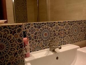 Płytki marokańskie Nazir ułożone na ścianie łazienki - zdjęcie od Kolory Maroka
