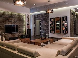apartament, Poznań - Duży szary biały salon z bibiloteczką z barkiem, styl nowoczesny - zdjęcie od inGROO   pracownia projektowa