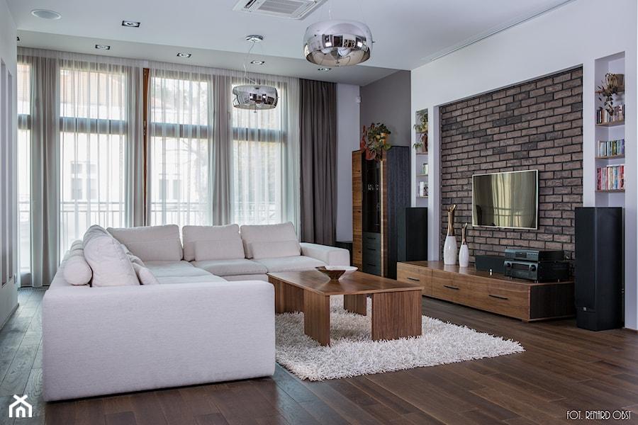 apartament, Poznań - Średni szary biały salon, styl nowoczesny - zdjęcie od inGROO   pracownia projektowa