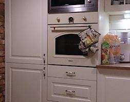 Średnia otwarta brązowa kuchnia jednorzędowa w aneksie, styl klasyczny - zdjęcie od Mebel-Projekt