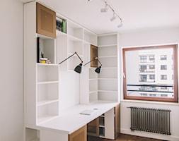 domowe biuro i biblioteczka - zdjęcie od Ada Wiśniewska -projektowanie mebli i wnętrz.