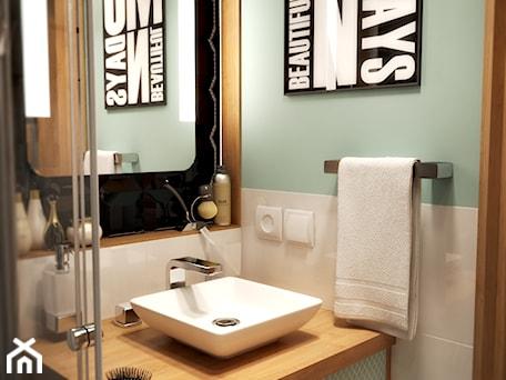 Aranżacje wnętrz - Łazienka: Łazienka w rozmiarze XS - Mała biała czarna niebieska łazienka w bloku w domu jednorodzinnym bez okna, styl nowoczesny - EnigmaVisualDesign. Przeglądaj, dodawaj i zapisuj najlepsze zdjęcia, pomysły i inspiracje designerskie. W bazie mamy już prawie milion fotografii!