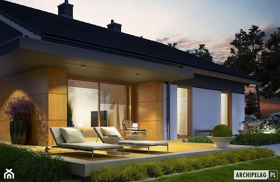 Projekt domu Iwo G1 - widok wieczorny na taras - zdjęcie od ARCHIPELAG Pracownia Projektowa