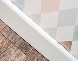 Dom jednorodzinny nad morzem-Wyspa Sobieszewska - Mały kolorowy pokój dziecka dla chłopca dla dziewczynki dla malucha dla nastolatka, styl skandynawski - zdjęcie od Kolektyw D2