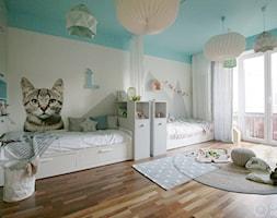 Pokój dziecięcy dla rodzeństwa - Duży biały niebieski pokój dziecka dla chłopca dla dziewczynki dla rodzeństwa dla nastolatka - zdjęcie od Chałupko Design