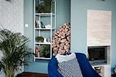 kobaltowy fotel