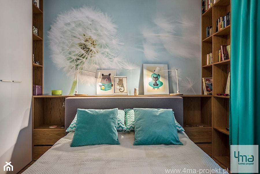 """Mieszkanie 64 m2 z """"loftowym"""" akcentem. - Mała kolorowa sypialnia dla gości, styl nowoczesny - zdjęcie od 4ma projekt"""