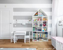 Dom 148 m2. - Średni biały szary pokój dziecka dla chłopca dla dziewczynki dla niemowlaka dla malucha, styl nowoczesny - zdjęcie od 4ma projekt