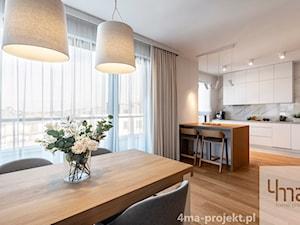 Mieszkanie 68m2 na Ochocie - Średnia otwarta szara jadalnia w kuchni, styl nowoczesny - zdjęcie od 4ma projekt