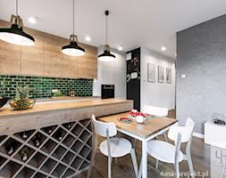 Mieszkanie 60 m2 na Bielanach - Średnia otwarta biała zielona kuchnia dwurzędowa w aneksie, styl skandynawski - zdjęcie od 4ma projekt
