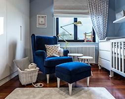 Pokoje dziecięce dla trójki rodzeństwa 55 m 2 - Mały szary pokój dziecka dla chłopca dla dziewczynki dla niemowlaka, styl nowoczesny - zdjęcie od 4ma projekt